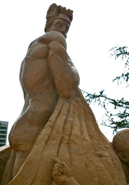 AB-dambis-Uldis-Zarins-smilsu-skulptura-karalis-ir-kails