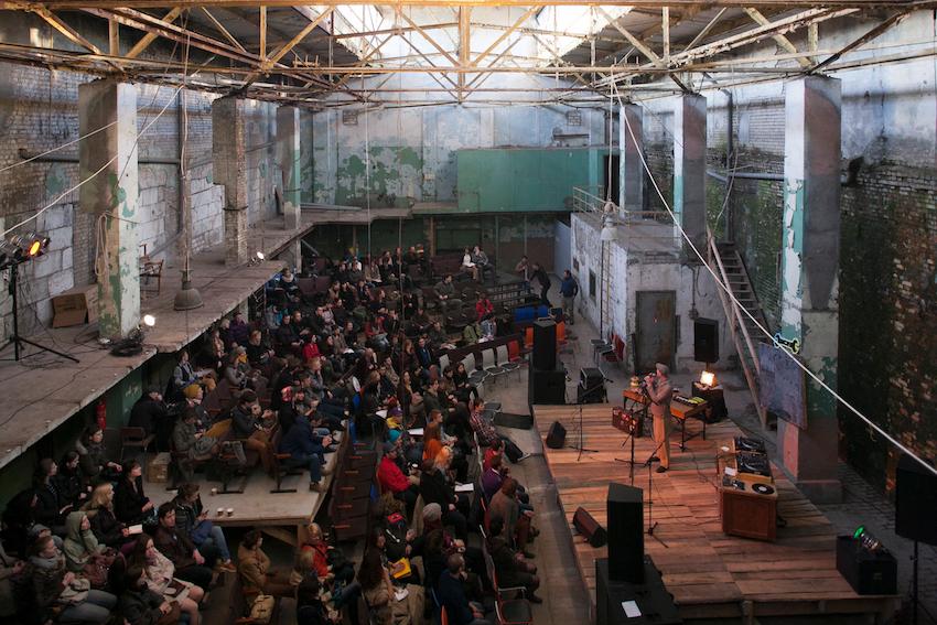 Radošās industrijas mākslas centrs Totaldobže, multifunkcionālā koncertzāle bijušās rūpnīcas VEF teritorijā, Rīgā / Latvija, kultūras pasākumi '2013